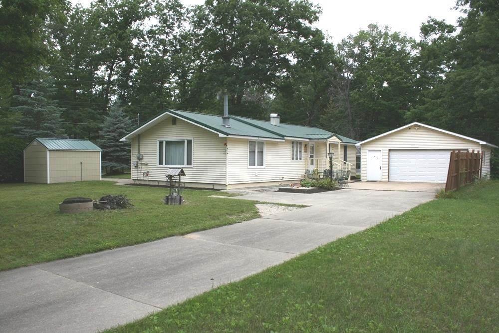 104 Oak Grove, Harrison, MI