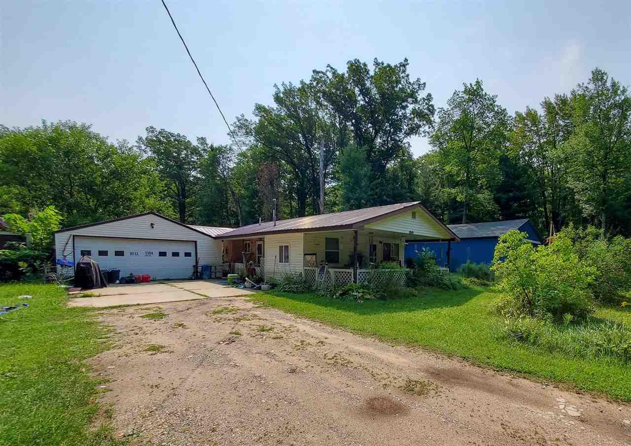 1384 Russell St, Harrison, MI