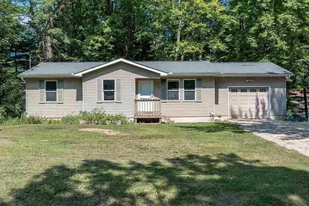 558 Camp Rd, Sanford, MI